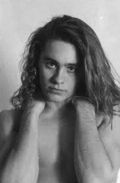 Foto retrato en blanco y negro de Jared Leto con long hair