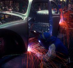 The city's economy is dependent on the automotive industry.    その街の経済は自動車産業に依存している。