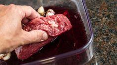 Marinatura per la carne con il vino rosso: la ricetta perfetta per il barbecue
