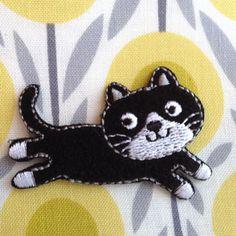 かわいい猫モチーフのアップリケです。かわいい台紙がついていて、プレゼントにも喜ばれそう。size W4.8XH3.3cmポリエステル(アイロン圧着可能です)デ...|ハンドメイド、手作り、手仕事品の通販・販売・購入ならCreema。