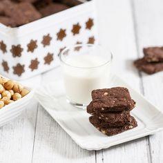Una ricetta semplice per realizzare questi biscotti all'olio d'oliva con cioccolato e nocciole