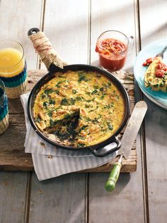 Easy Crab and Spinach Frittata Brunch Ideas, Brunch Recipes, Appetizer Recipes, Appetizers, Spinach Frittata, Frittata Recipes, Great Recipes, Favorite Recipes, Brunch Table