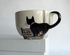 I am going to sketch this design on a white mug with a sharpie and bake the cup in the oven to make it permanent. (Creative Baking Sharpie Mugs) Arte Sharpie, Sharpie Crafts, Sharpie Mugs, Sharpie Plates, Diy Mugs, Cat Crafts, Pottery Painting, Ceramic Painting, Ceramic Art