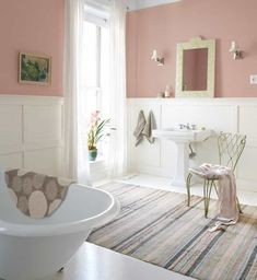 Pretty Shabby Chic Bathroom With Wainscoting And Pink Walls : Creating An Inviting And Cozy Shabby Chic Bathroom