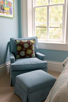 House of Turquoise: Jamie Salomon   Nancy Twomey. Solid fabric chair with interesting pillow