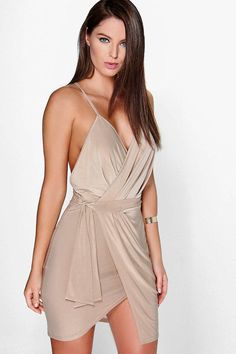 gogus-dekolteli-elbise-modelleri-22