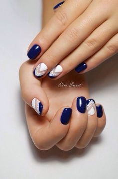 We all want beautiful but trendy nails, right? Here's a look at some beautiful nude nail art. Navy Nail Art, Navy Blue Nails, Blue Glitter, Cute Nails, Pretty Nails, Prom Nails, Stylish Nails, Nail Manicure, Nails Inspiration