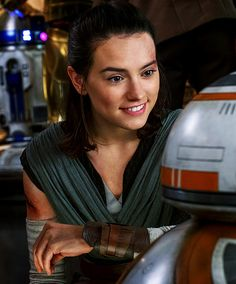 Daisy Ridley as Rey in Star Wars: The Last Jedi Rey Star Wars, Finn Star Wars, Star Wars Darth, Star Trek, Daisy Ridley Star Wars, Stormtrooper, Darth Vader, Empire Of Storms, Carrie Fisher