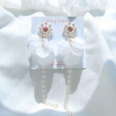 Tiffani Roolia Bride Earrings, Cute Earrings, Unique Earrings, Fashion Earrings, Fashion Jewelry, Earring Box, Fancy Jewellery, Crystal Crown, Necklace Box