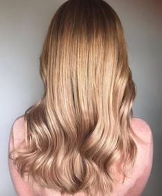 So shiny and bright! 🤩 *Formula* via 👉 with Vario Blond Super Plus tinting on wet hair Roots: + Lengths: + + all with Activator Gel/Lotion. Light Blonde Hair, Natural Blondes, Wet Hair, Hair Inspo, Hair Goals, Hairdresser, Hair Color, Long Hair Styles, Beauty