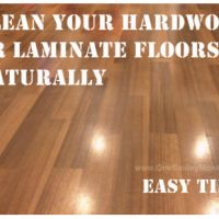 Here is an easy way to get your home's hardwood or laminate floors clean naturally. No need to use toxic cleaners! I get my floors clean fast and they are Cleaning Laminate Wood Floors, Laminate Hardwood Flooring, How To Clean Laminate Flooring, Best Laminate Floor Cleaner, Wood Floor Cleaner, Fake Hardwood Floors, Natural Flooring, Life Hacks, Life Tips