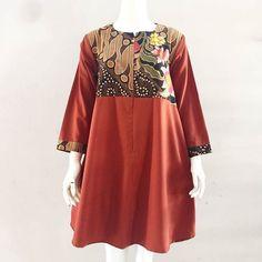Afira  Material : perpaduan batik printing premium dengan cotton toyobo kualitas terbaik (lembut adem dan tidak menerawang)  Size/Lingkar dada:  Free size fit to XL ld 102cm Panjang  baju 88cm Panjang lengan 50cm Resleting depan nursinh friendly . . CP  LINE @bebatikanjogja (pakai '@')  WA 081904019099 (slow response)  Toko Baju Batik Modern | www.bebatikanjogja.com Batik Fashion, Hijab Fashion, Fashion Dresses, Blouse Batik, Batik Dress, Ethnic Outfits, Ethnic Dress, Ladies Kurti Design, Kebaya Hijab