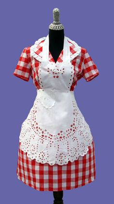 Thankful for the memory of my grandmother in her dresses and aprons on Thanksgiving. Beautiful white eyelet apron ~ love the gingham dress, too! Retro Apron, Aprons Vintage, Vintage Cotton, Red Gingham, Gingham Dress, Couture, Cool Aprons, Sewing Aprons, Cutwork