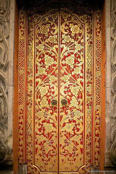Beautiful Balinese carving and painting on a door in Ubud, Bali Cool Doors, Unique Doors, Aztec Home Decor, Bohemian Patio, Portal, When One Door Closes, Entrance Gates, Painted Doors, Door Knockers