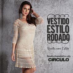 Tenha o seu próprio estilo com o Vestido Rodado. Confira a receita clicando na imagem. Crochet Bikini, Tatting, Ideias Fashion, Crochet Dresses, Bikinis, Sweaters, Clothes, Crochet Rings, Tricot