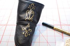 DIY Princess Anna Boots.  Cheap black boots and a gold  paint pen and I've got Anna boots for Karli