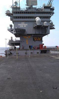 Flight deck and island of the USS Enterprise Us Navy Aircraft, Navy Aircraft Carrier, Navy Times, Uss Enterprise Cvn 65, Navy Carriers, Us Navy Ships, Merchant Marine, Navy Military, Flight Deck