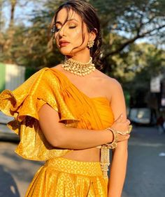 hina khan nude at DuckDuckGo Dress Indian Style, Indian Dresses, Indian Wear, Indian Outfits, Blouse Styles, Blouse Designs, Blouse Patterns, Dress Designs, Indian Designer Outfits