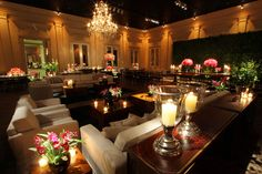 A sophisticated wedding party in Sao Paulo, Brazil.  The main colors are black, red and beige.
