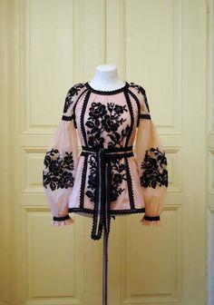 Items similar to Elegant dusty pink embroidered tulle blouse on Etsy Pink Fashion, Boho Fashion, Fashion Dresses, Pakistani Dress Design, Pakistani Dresses, Casual Dresses, Girls Dresses, Diy Schmuck, Embroidered Blouse