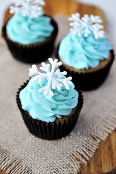 Haniela's: ~Piped White Chocolate Snowflakes~