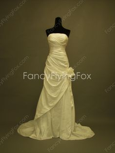 fancyflyingfox.com Offers High Quality Affordable Strapless A-line Full Length Wedding Dresses With Handmade Flower ,Priced At Only US$179.00 (Free Shipping)