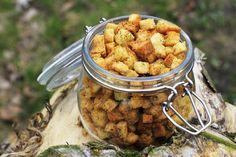 Chrupiące domowe grzanki do zupy/oliwa/przyprawy/200C na 10min.