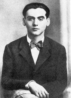 Federico García Lorca (Fuente Vaqueros, 5 de junio de 1898-camino de Víznar a Alfacar, 18 de agosto de 1936)