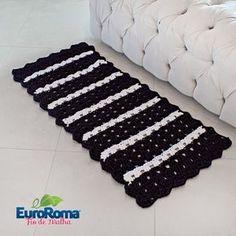 Receita EuroRoma • Tapete de Crochê com Fio de Malha Preto e Branco Diy Crochet, Crochet Doilies, Crochet Rugs, Diy And Crafts, Crochet Patterns, Knitting, Home Decor, Tear, Tote Bags