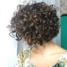 New Bob Haircuts 2019 & Bob Hairstyles 25 Bob Hair Trends for Women - Hairstyles Trends Bob Haircut Curly, Short Curly Bob, Haircuts For Curly Hair, Curly Hair Cuts, Short Hair Cuts, Bob Haircuts, Hairstyles Haircuts, Curly Bob With Fringe, Curly Layers