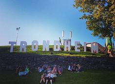 #Tbt This sign was at the @pstereo festival, held on the lush bank of the Nidelva river last August. Trondheim is a gorgeous, friendly city. Please visit someday...perhaps for Pstereo? #visitnorway #norway #visittrondheim #trondheim #travelbucketlist #throwbackthursday