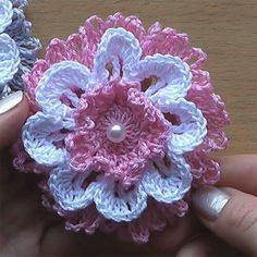 Bonita flor en crochet