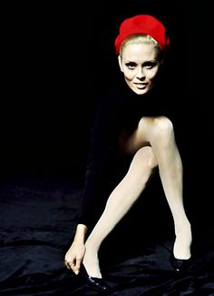 Love the dramatic contrast of black, white and red in this portrait of Faye Dunaway by Jerry Schatzberg, 1968