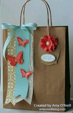 Stampin' Up! Gift Bag by Amy's Paper Crafts: butterfly bag (diy paper bag) Paper Gift Bags, Paper Gifts, Diy Paper, Paper Ribbon, Creative Gift Wrapping, Creative Gifts, Wrapping Ideas, Pretty Packaging, Gift Packaging