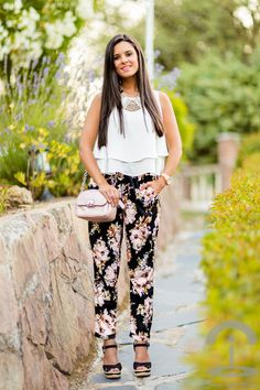 43 amazing summer pants for you Floral Leggings Outfit, Leggings Outfit Summer, Summer Pants, Floral Pants, Fashion Line, Fashion Pants, Girl Fashion, Stylish Outfits, Cool Outfits