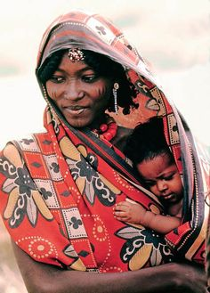 Danakil nomad mother and child, Danakil Depression, Great Rift Valley, Africa African Beauty, African Women, African Art, Black Is Beautiful, Beautiful People, Mama Baby, Art Africain, African Culture, Mothers Love