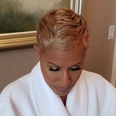 How to style the Pixie cut? Despite what we think of short cuts , it is possible to play with his hair and to style his Pixie cut as he pleases. Short Black Hairstyles, Short Hair Cuts, Cool Hairstyles, Short Hair Styles, Black Pixie Haircut, Pixie Cuts, Short Hairstyles For African Americans, Pixie Styles, Hairstyles 2016