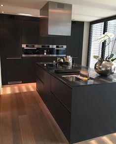 Choosing New Kitchen Countertops Modern Kitchen Design, Home Decor Kitchen, Kitchen Room Design, Kitchen Decor, Kitchen Remodel, Home Kitchens, Kitchen Design, Black Kitchen Countertops, Beautiful Kitchens