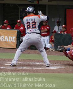 Kevin Flores en su turno al bat