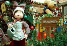 """A decoração de Natal do Passeio Shopping tem como tema a """"A Carpintaria do Papai Noel"""", que este ano vem inspirado nas questões sobre a sustentabilidade. O cenário encantará as crianças com brinquedos de madeira, bonecos, cubos e carrinhos. Além de uma pequena floresta de pinheiros, o espaço é decorado com madeiras rústicas de reflorestamento....<br /><a class=""""more-link"""" href=""""https://catracalivre.com.br/geral/rede/barato/a-carpintaria-do-papai-noel-e-o-tema-do-passeio-shopping/"""">Continue…"""
