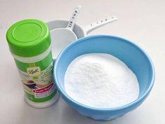 Pour commencer, mélangez le bicarbonate et l'acide citrique dans un grand récipient.