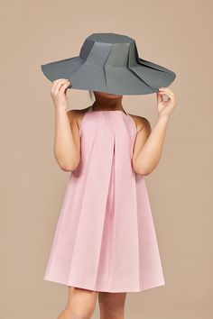 The new collection from Annice is called CHAPEAU and, again, you can see Ines' roots. The architect turned designer is bringing us perfectly cut dresses. Kids Fashion Wear, Little Girl Fashion, African Dresses For Kids, Little Girl Dresses, Kids Dress Wear, Baby Dress, Stylish Kids, Kids Outfits, Zara