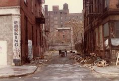 By the late 1970s NYC had been in recession for years, many neighborhoods were in ruin, and large swaths in Brooklyn, the Bronx and the East Village were in desperate condition. My friend Bob Mulero's 1978 photo of Extra Place shows our alley in total disarray.