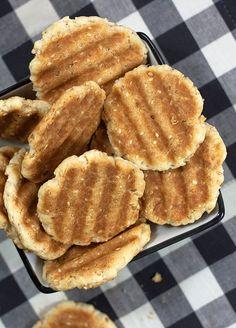 Provereni recepti. Cooks and Bakes: Krekeri sa susamom i kačkavaljem