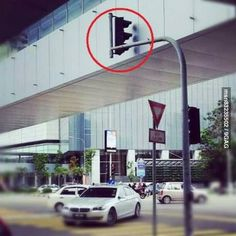 Go home traffic light, you are drunk. EPIC FAIL