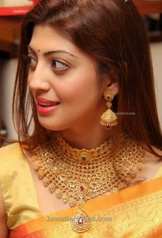 Praneetha subhash in Diamond wedding jewellery - Latest Jewellery Designs Gold Earrings Designs, Gold Jewellery Design, Gold Jewelry, Gold Necklace, Necklace Set, Indian Wedding Jewelry, Indian Jewelry, Indian Bridal, Jewelry Model