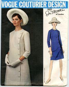 années 1960 Jo Mattli Vogue Couturier Design 1821 pour jeune côté boutonné une ligne robe une pièce Vintage Sewing Pattern buste 38 non CIRCONCIS par GreyDogVintage sur Etsy https://www.etsy.com/fr/listing/174077109/annees-1960-jo-mattli-vogue-couturier