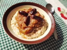 Enjoy something different during the cooler seasons with our autumn rhubarb porridge recipe. Mmmm!
