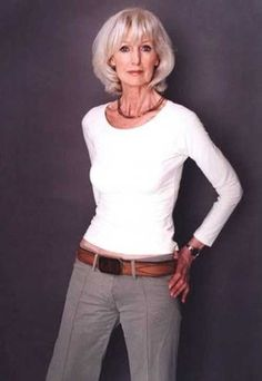 Hair White Color Older Women Ageless Beauty 38 Ideas For 2019 Super Short Hair, Beautiful Old Woman, Ageless Beauty, Short Hairstyles For Women, Classy Hairstyles, Thick Hairstyles, Aging Gracefully, Silver Hair, Look Fashion