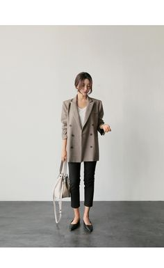 UPTOWNHOLIC Casual Work Outfits, Work Casual, Cool Outfits, Office Fashion, Work Fashion, Fashion Outfits, Moda Formal, Korean Casual, Look Blazer